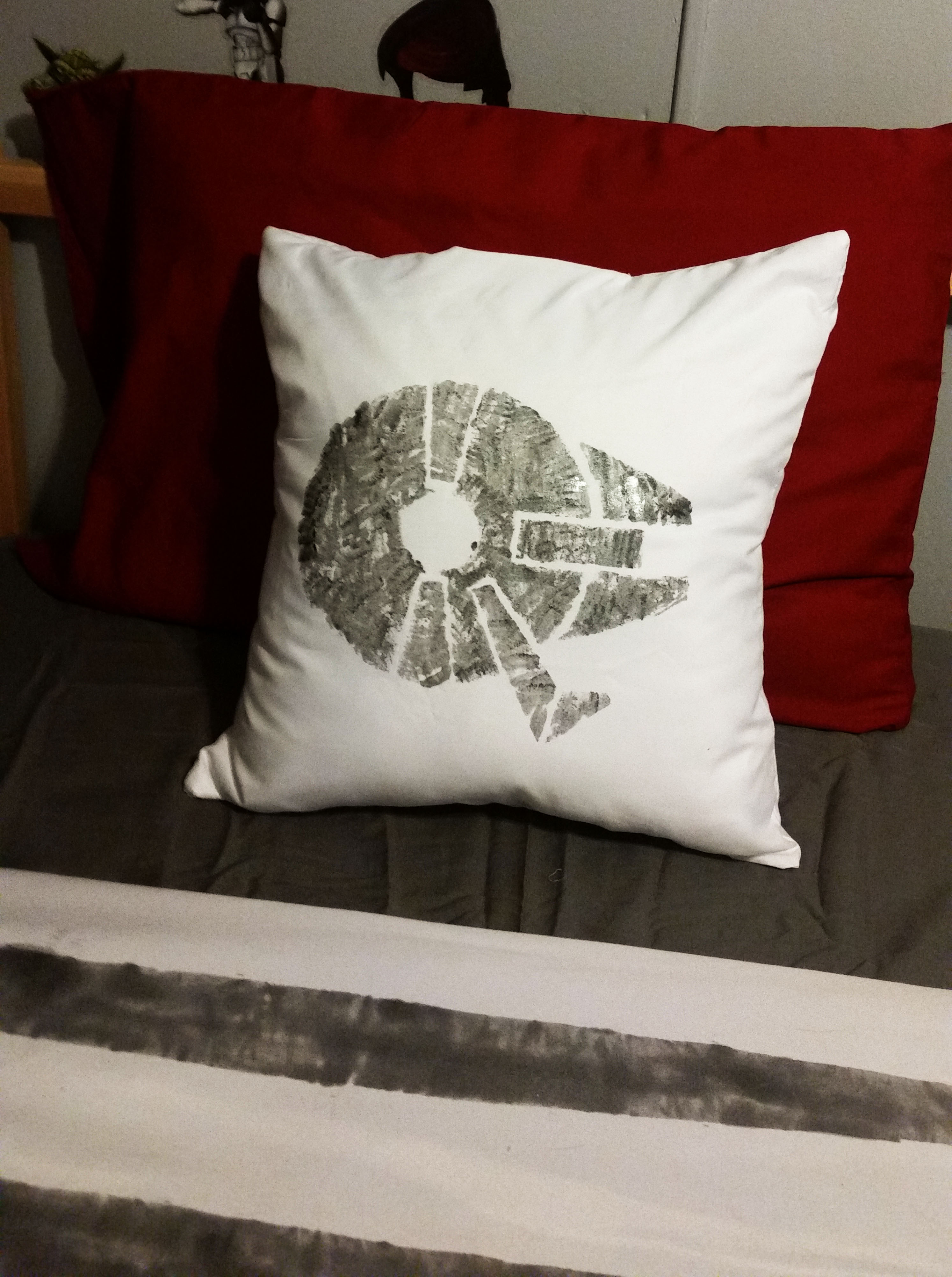 I bought pillow forms from Wal-Mart for $6 each and white pillow cases 2 for $5. I decided to use a pillow case to minimize my sewing; while I can sew and ... & DIY Star Wars Bedding- One Room Challenge Week 4 | Trailer Trash ... pillowsntoast.com